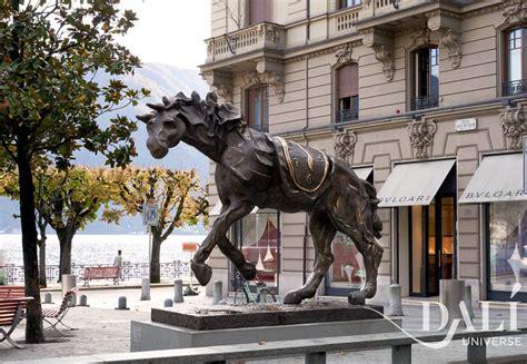 cavallo  orologio molle sculture monumentali  dali universe