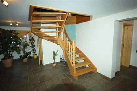 treppe zwischen zwei wänden holztreppen und saunen individuell f 252 r sie gefertigt