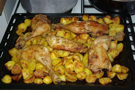 cuisse de poulet  ses pommes de terre au  facon