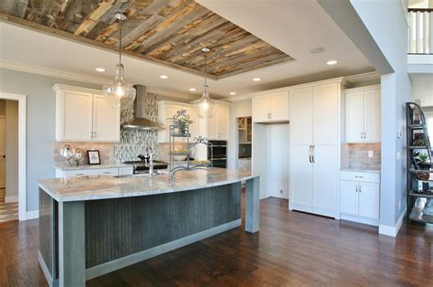 Stikwood peel and stick paneling surfaces at KBIS 2016