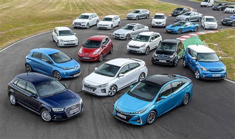 Electric And Hybrid Cars by Electric Cars Uk Sales Of Evs And Hybrids Soar As Petrol
