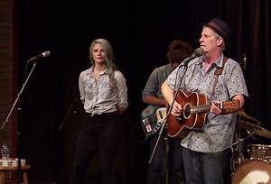 WATCH: Jeff Daniels shows his folk-country roots with ...