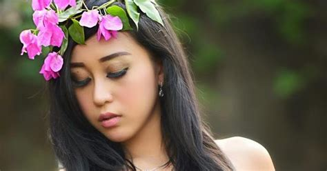 Josie Putri Spesial Hot Photoshoot Bikini Topless Zona