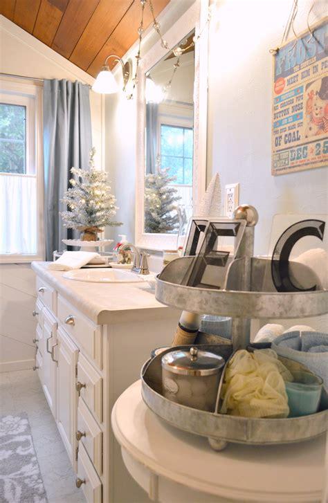 coastal cottage christmas bath