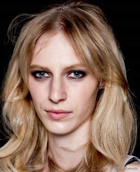 10 Easy Hairstyles for Women with Long Face Shapes