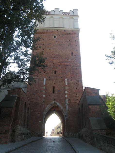 File:Sandomierz Brama Opatowska.jpg - Wikimedia Commons
