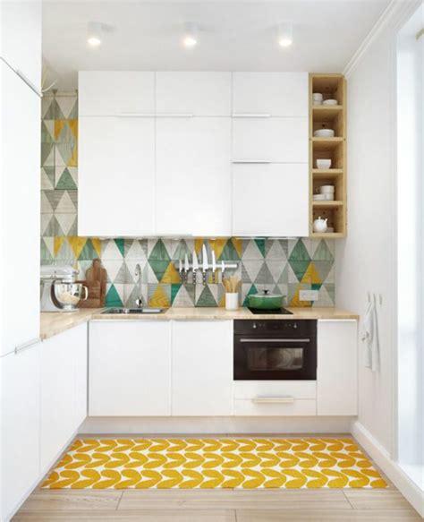 moutarde blanche en cuisine crédence cuisine carreaux de ciment patchwork et