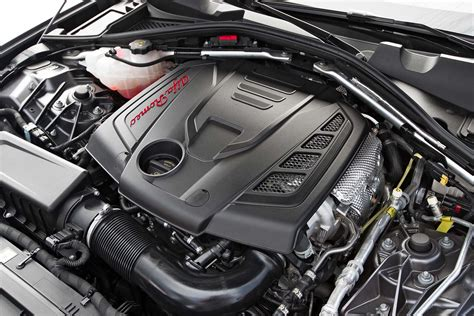 Alfa Romeo Engine by 2017 Alfa Romeo Giulia 20 Engine 02 Motor Trend En Espa 241 Ol