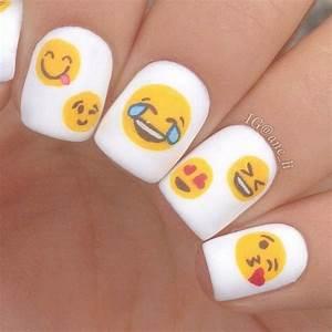 Emoji nail art tutorial : Nail art emoji