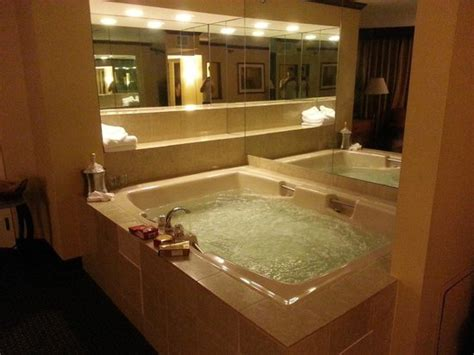 Hotels With Tubs In Room Mn whirlpool tub picture of minneapolis st
