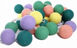 Guirlande Boule Lumineuse : guirlande lumineuse de boules de coton vang vieng guirlandes lumineuses guirlandes ~ Teatrodelosmanantiales.com Idées de Décoration