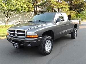 2004 Dodge Dakota Club Cab    4x4    6  5 Speed Manual