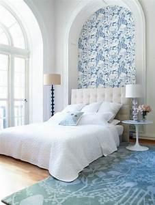 30 schlafzimmer tapeten fur einen schonen schlafbereich With balkon teppich mit goldene tapete schlafzimmer