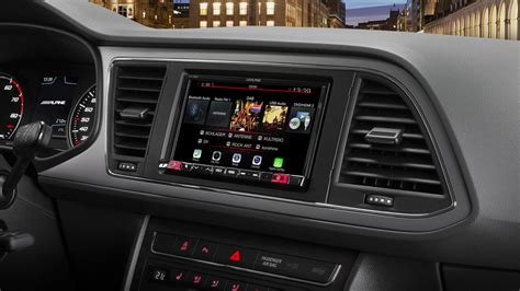 mobile media system  seat leon featuring apple
