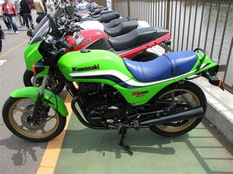 Kawasaki Gpz305 With Belt Drive. And Wow What A Seat