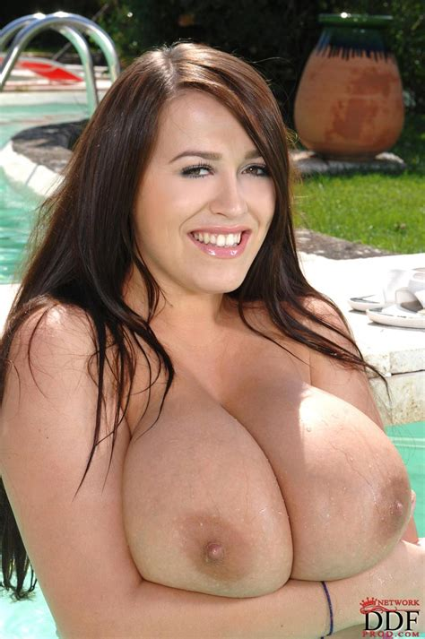 Leanne Crow Having Fun At The Pool