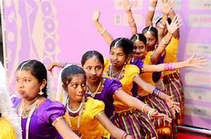 Indische Möbel Stuttgart : indisches filmfestival stuttgart exotisches farbenmeer auf dem roten teppich stuttgart ~ Sanjose-hotels-ca.com Haus und Dekorationen