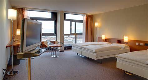 Etesvous Prêt à Partager Votre Chambre D'hôtel Avec Un