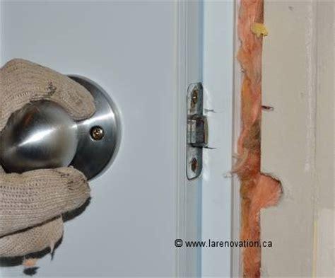 cadre d une porte comment faire l installation d une poign 233 e de porte