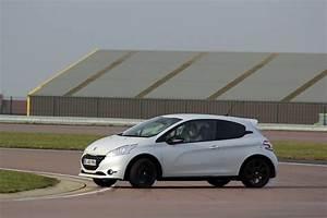 Peugeot 208 Blanche : les essais de soheil ayari peugeot 208 gti 30 th la meilleure de sa cat gorie ~ Gottalentnigeria.com Avis de Voitures