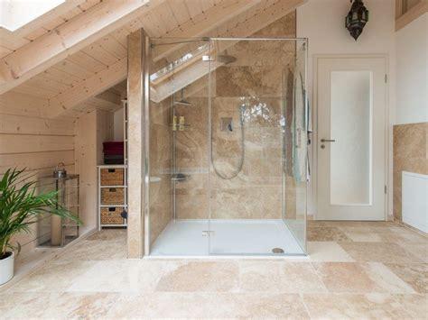 salle de bains travertin salle de bain travertin le chic noble de la naturelle