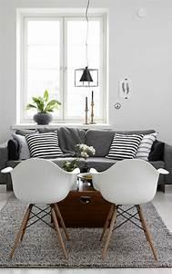 Schwarz Weiß Kissen : schwarz wei in streifen der kontrast der immer im trend ist ~ Frokenaadalensverden.com Haus und Dekorationen