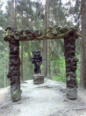 Foto Skulptūru parka iedzīvotāji ir pasaules pasaku varoņi ...