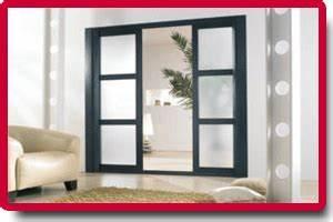 Porte coulissante a galandage aluminium un design au top for Porte de garage coulissante et menuiserie porte intérieure sur mesure