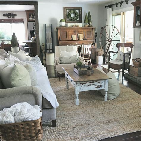 Comfy Farmhouse Living Room Designs To Steal Shelf Over Couch