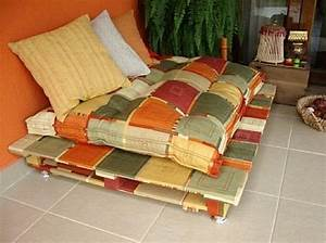 Diy make your own rustic sofa from used shipping pallets for Building a pallet sectional sofa