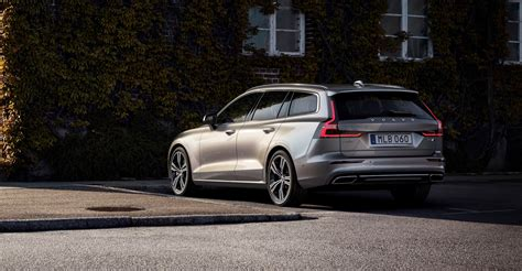 2019 volvo in 2019 volvo v60 debuts with two in hybrid versions