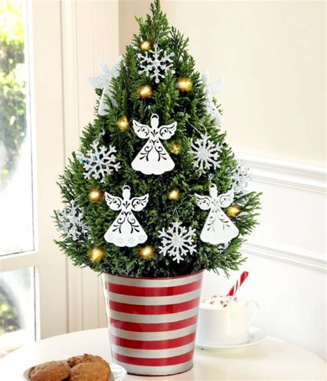how to decorate a small christmas tree 40 small christmas trees christmas celebration