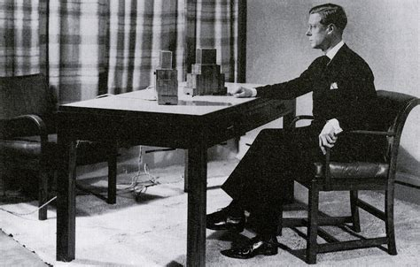 the history of knoll chairs