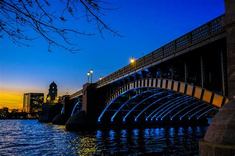 Longfellow Bridge at dusk | This bridge connects Boston ...