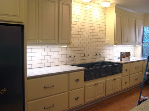 kitchen backsplash tile with white cabinets subway tile backsplash with expresso cabinets white