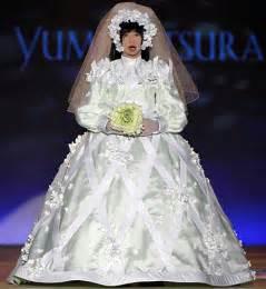 ugliest wedding dresses robot built to model wedding dresses geekologie