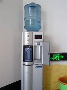 Distributeur D Eau Pour Plante : distributeur d 39 eau fraiche ~ Dode.kayakingforconservation.com Idées de Décoration