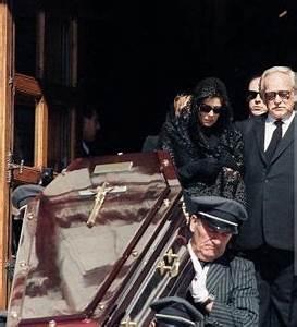Grace Kelly Beerdigung : coffin of stefano casiraghi leaving the church after burial mass followed by princess caroline ~ Eleganceandgraceweddings.com Haus und Dekorationen