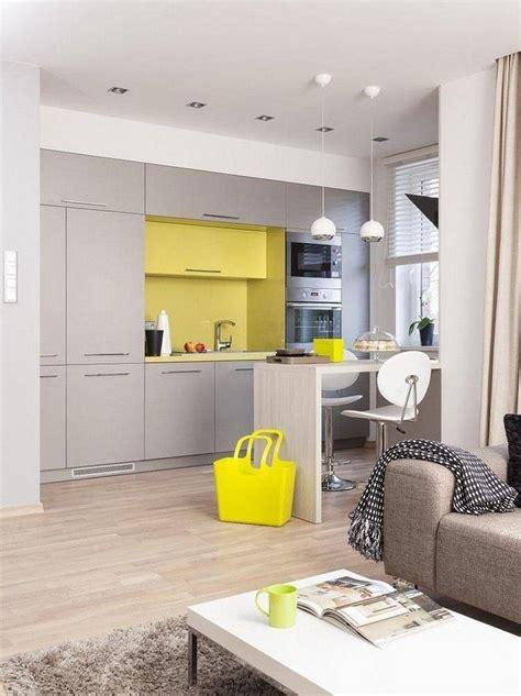 cuisine gris jaune plan de travail cuisine de couleur façon de rafraîchir l