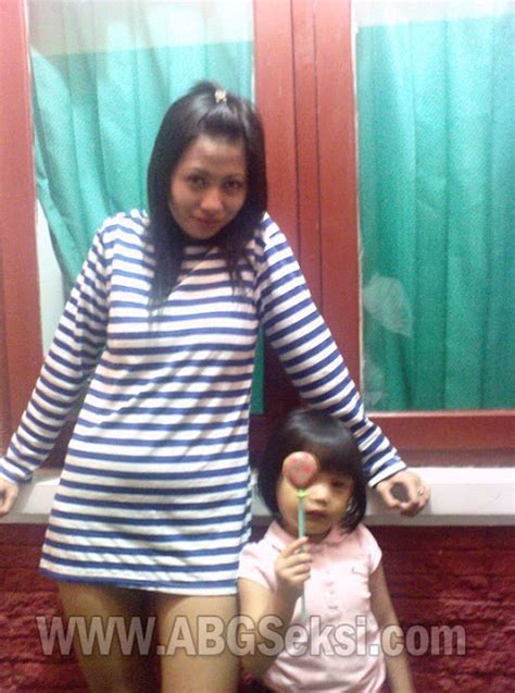 Janda Muda Montok Pamer Meki Ngangkang Foto Ngentot Memek