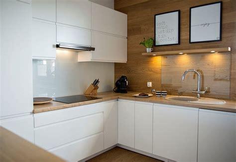 cuisine blanc mat sans poign馥 plan de travail cuisine 50 idées de matériaux et couleurs