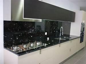 Cuisine En Marbre : plan de cuisine en granit noir via lact a valgra sud ~ Melissatoandfro.com Idées de Décoration