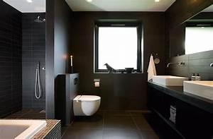 Beleuchtung Dunkle Räume : stilvolle ideen f r ein bad in dunklen farben ~ Michelbontemps.com Haus und Dekorationen