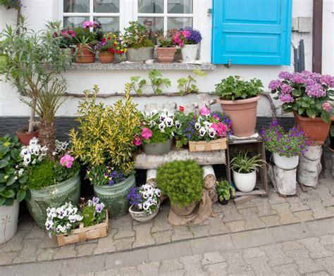 Topfpflanzen Für Den Garten by Blumen Gie 223 En Im Urlaub 8 Tipps Zum Ferienfesten Garten