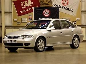 Vauxhall Vectra Hatchback  B  1995 U201399 Wallpapers  1600x1200