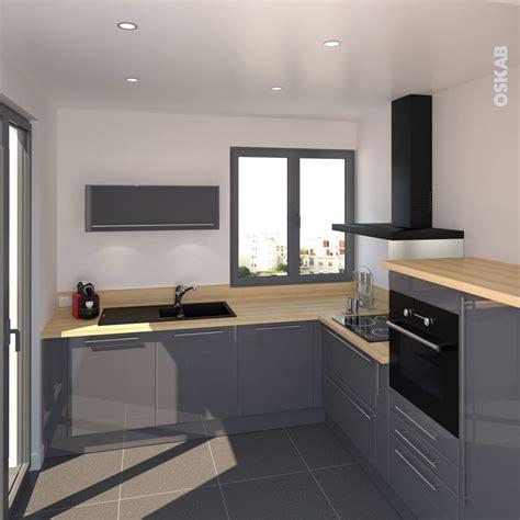 cuisine en l cuisine bleue grise contemporaine avec plan de travail décor chêne clair implantation en l