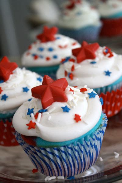 fourth of july cupcake ideas red white and blue cupcakes