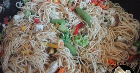 comment cuisiner les nouilles chinoises salade de nouilles chinoises aux sésames sauce au beurre