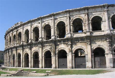 chambre d hote gites de nîmes en provence lieux à visiter ville aux vestiges romains