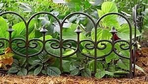 Decoration Jardin Metal : d cor de jardin quelques id es de bordures de jardin ~ Teatrodelosmanantiales.com Idées de Décoration